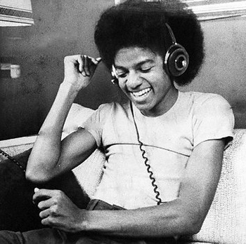 mj-headphone.jpg